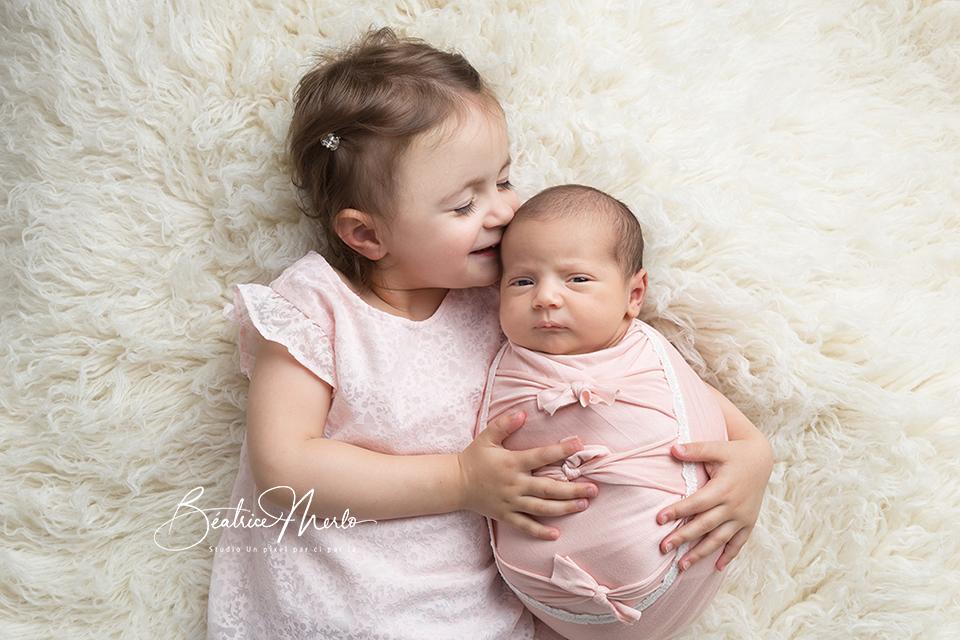 grande soeur naissance bisous entre soeurs