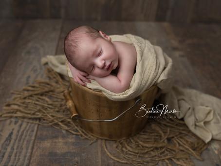 Séance bébé naissance - Photographe à Redessan Nîmes Gard 30