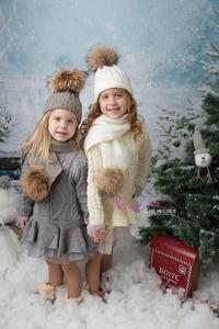 neige filles bonnets sapin noel