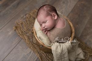 naissance bébé dans seau posing