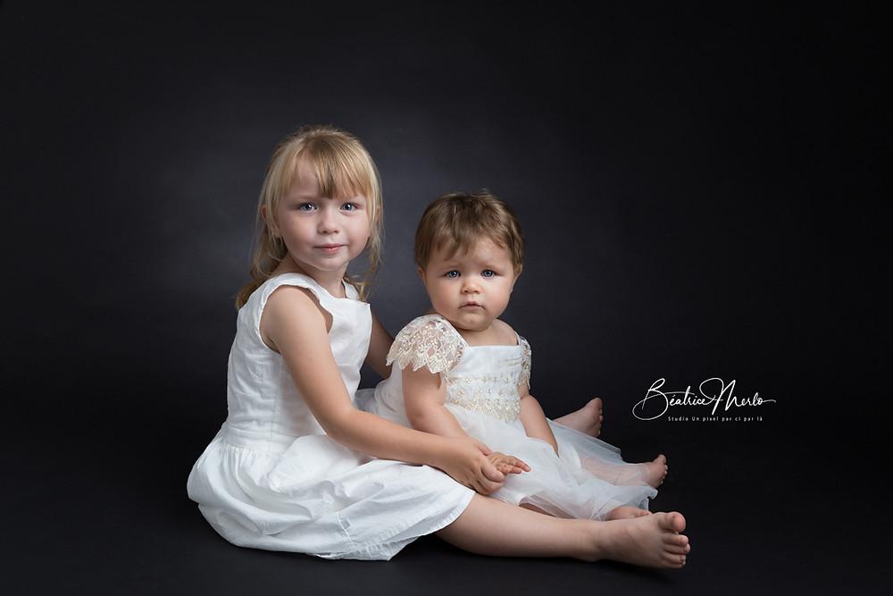deux soeur photo fond noir