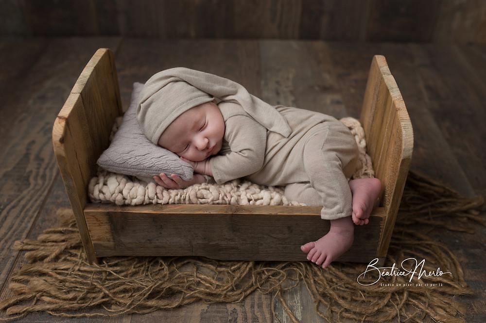 bébé lutin endormi petit lit