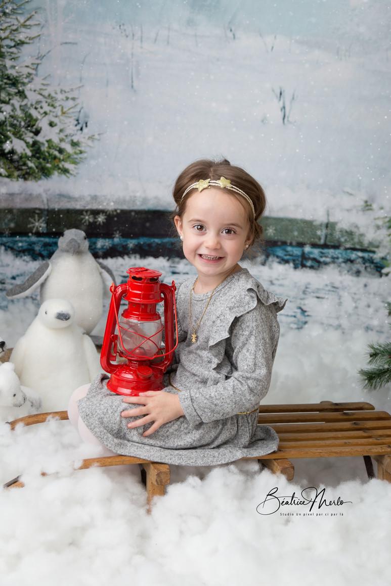 fille noel luge neige lampe pingouin