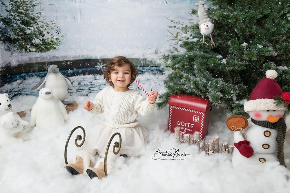 noel bebe fille luge neige sapin animaux