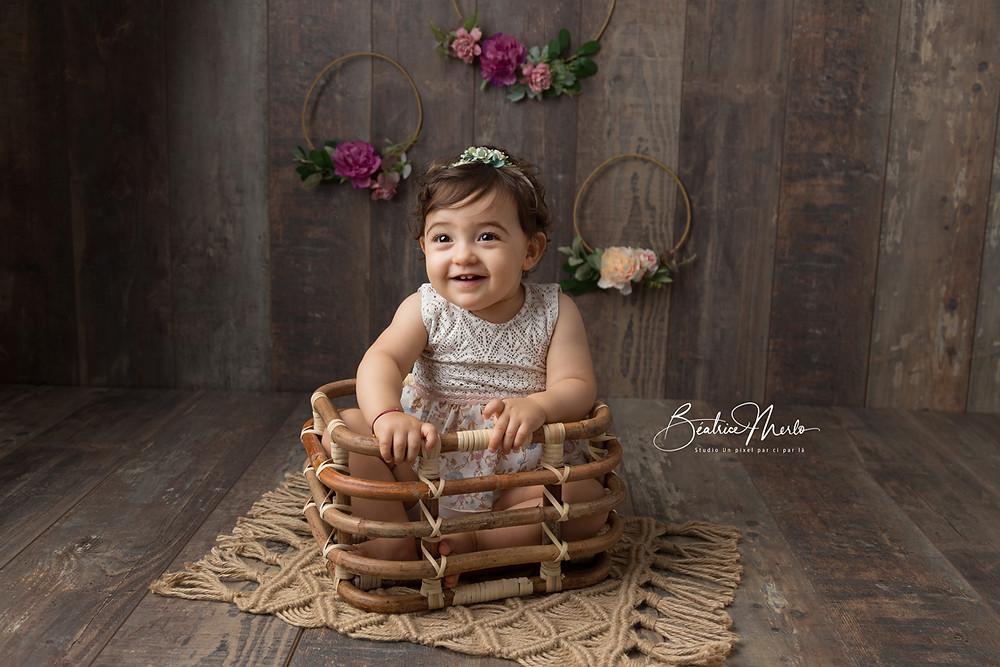 bébé panier bambou sourire bonheur