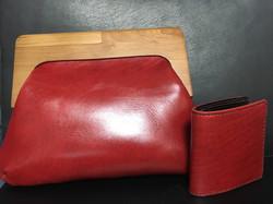 2つ折り財布とがま口ハンドバッグ