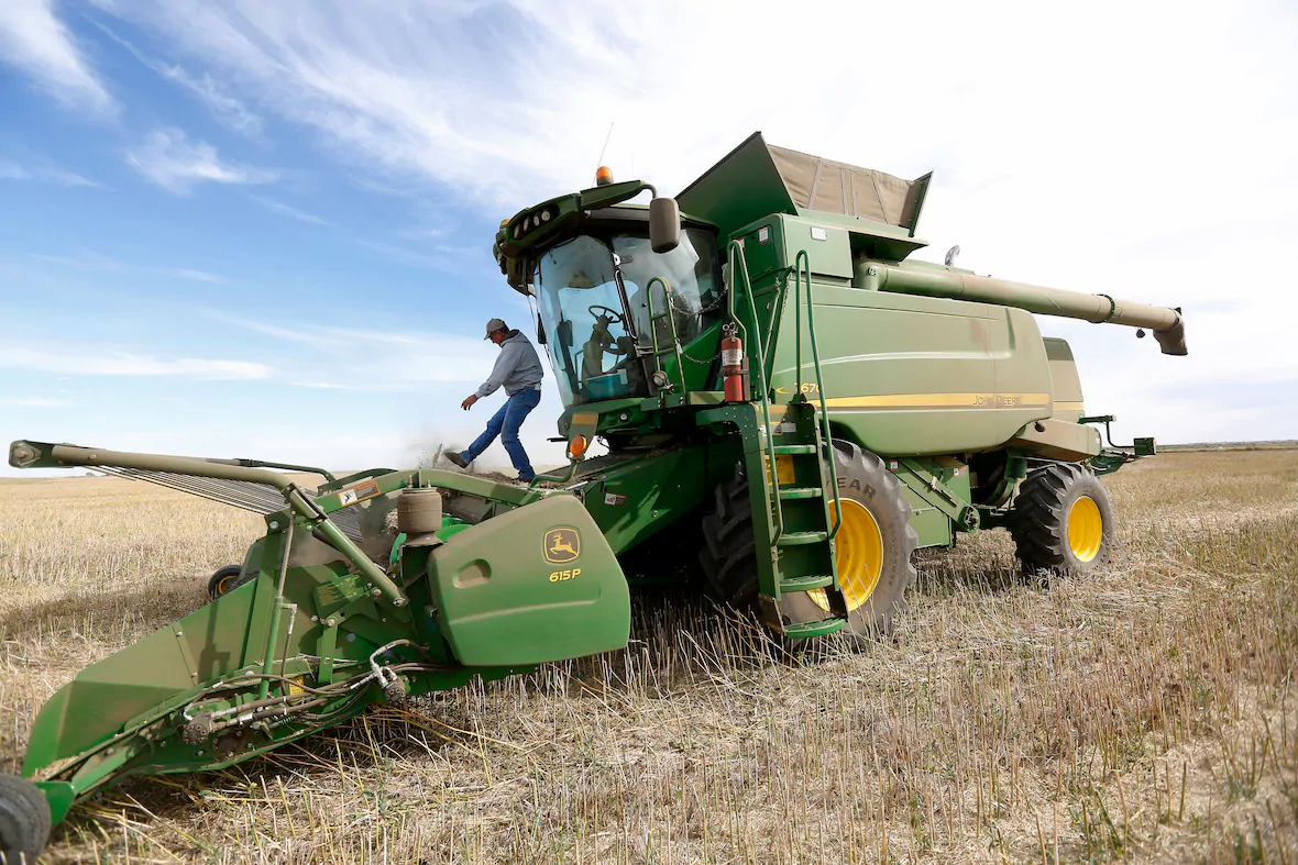 family-farming-farm-farmer-canada.webp