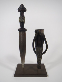 Dague et son étui. Afrique, XX ème.