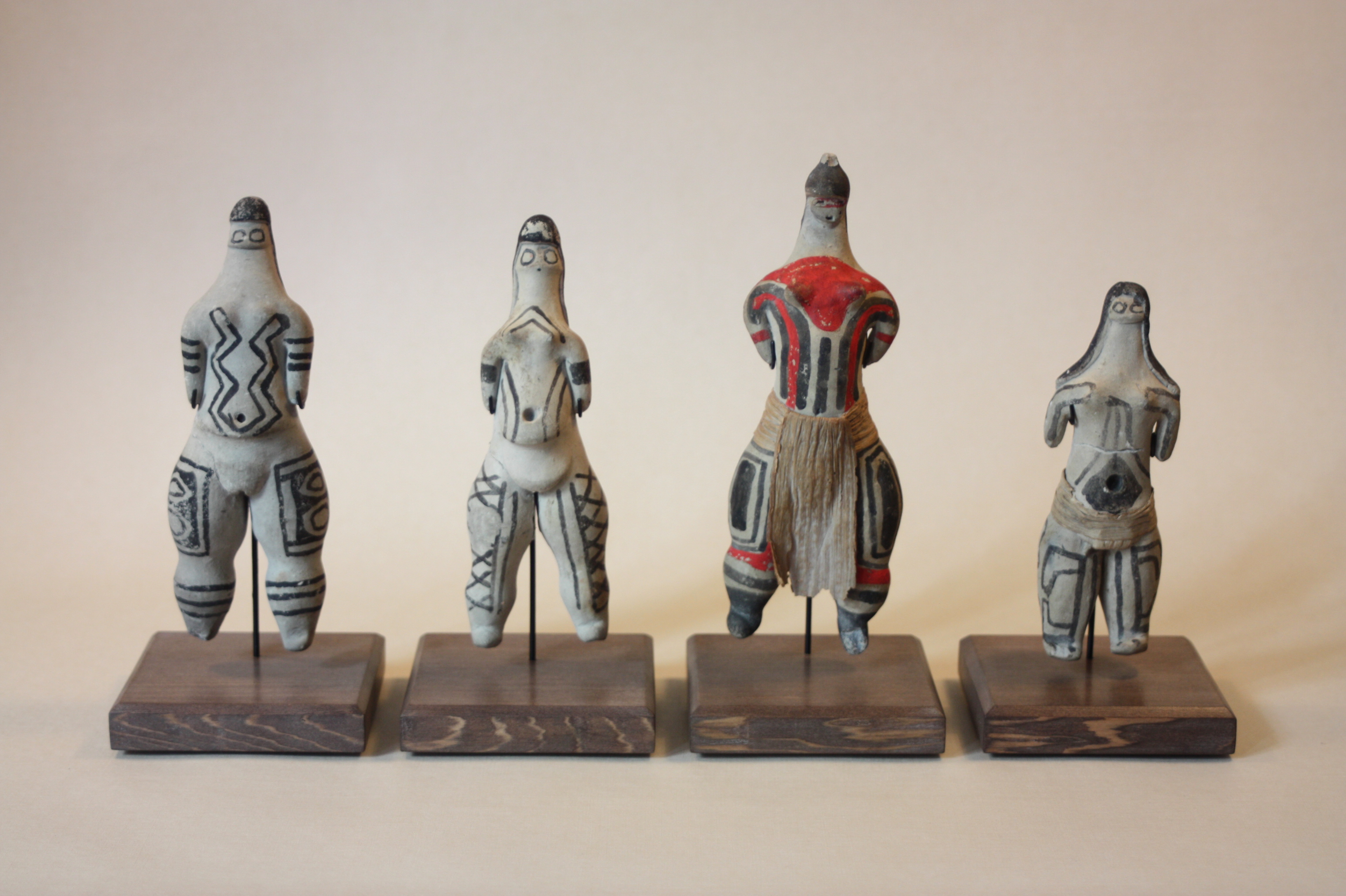 Statuettes en terre cuite. Océanie.