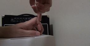 指のスイングで弦を押さえる感覚をつかもう