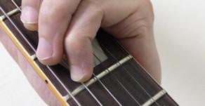 押弦の自由度を高める第1関節の動き