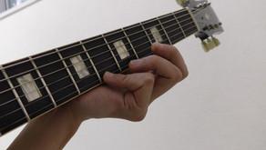 弦を押さえるときに起こる「指の巻き込み/反り返り」