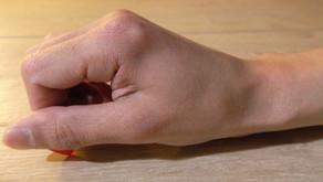 指の動き、ピックの動き