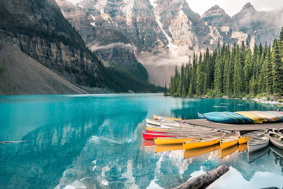 moraine-lake-national-park-alberta-canada__user9145455_freepik.jpg