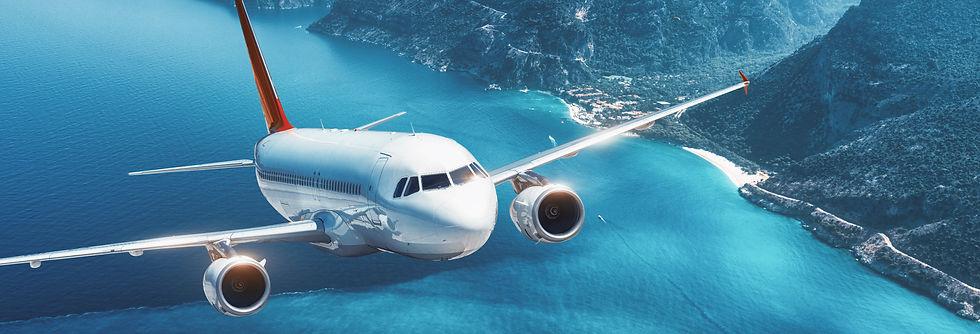 aircraft-flying-islands-sea-airplane__den-belitsky_freepik.jpg