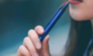 beautiful-beauty-e-cigarette-1930678.jpg