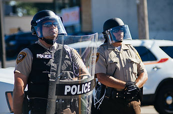 Police_in_riot_gear_at_Ferguson_protests
