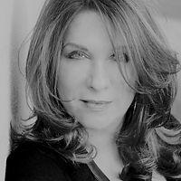 Lindy Robbins Headshot.jpg