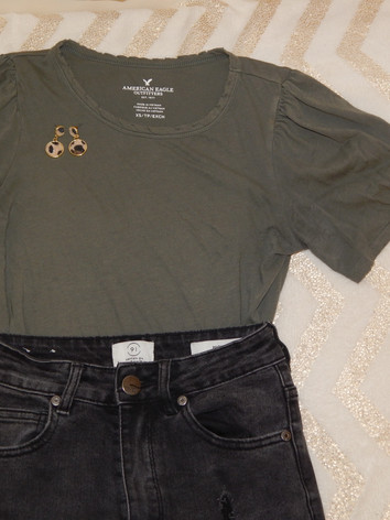 jeans: cotton on  top: american eagle earrings: primark
