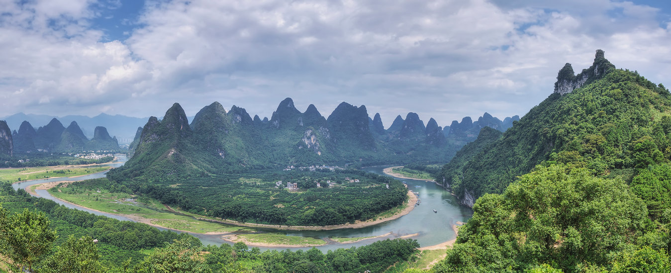 """Amazing Guilin photography tour: Li river bend viewpoint xingping china."""