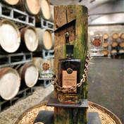 """Whiskyständer """"Kette"""" STBG Tiroler Whisky 0,7 lt. 10 yo mit 2 Whiskygläsern"""