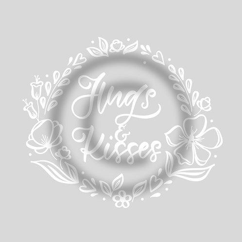 """Schriftzug """"Hugs & Kisses"""" mit Blumenkranz"""