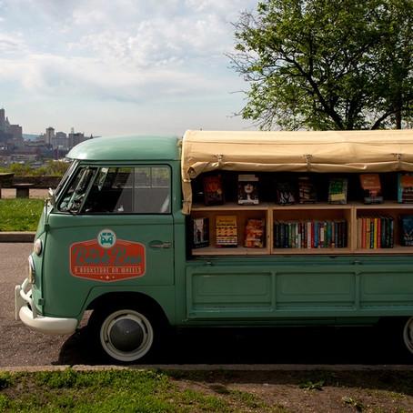 Un Book Bus sulle strade della provincia americana