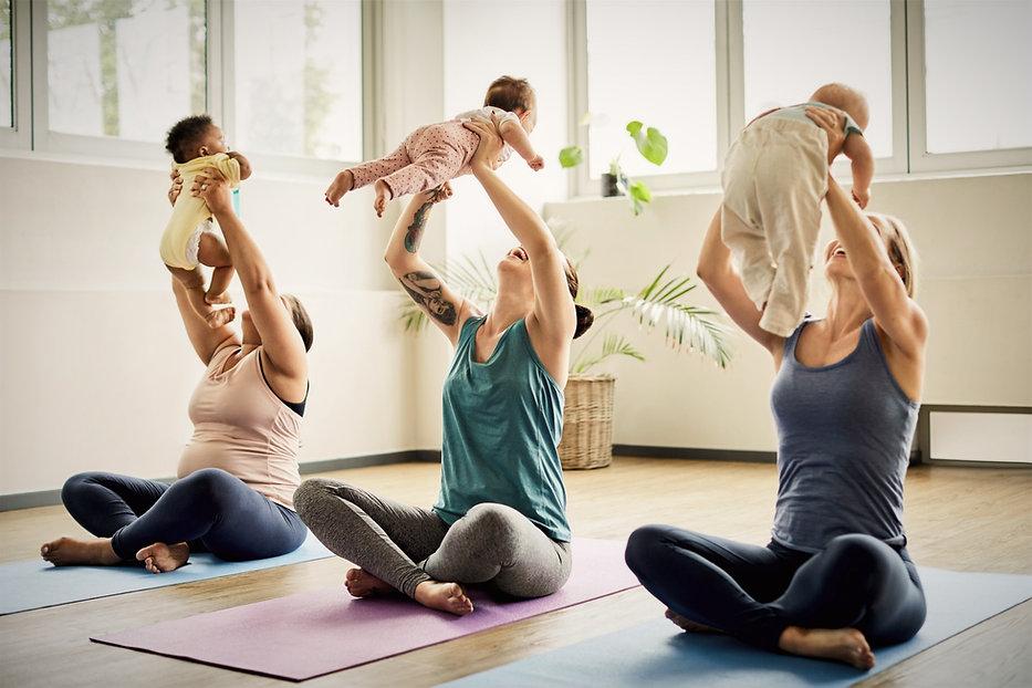 Vertraue deinem wunderbaren weiblichen Körper, sodass Unruhe Ängste und Verspannungen sich durch fürsorgliche unterstützende Begleitung im Movement Based Yoga.