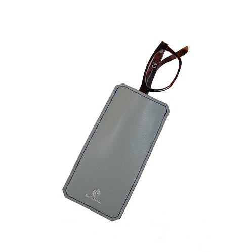 Brillenetui aus Ziegenleder in grau von Bicknall