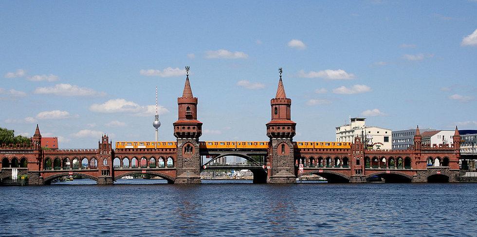 1280px-Oberbaumbrücke_mit_U-Bahn.jpg