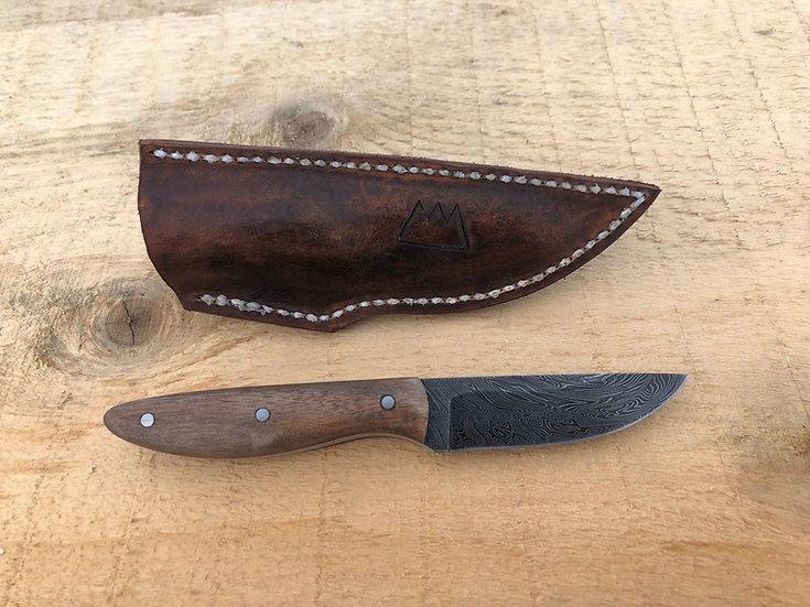 Two bar twist Damascus hunting knife