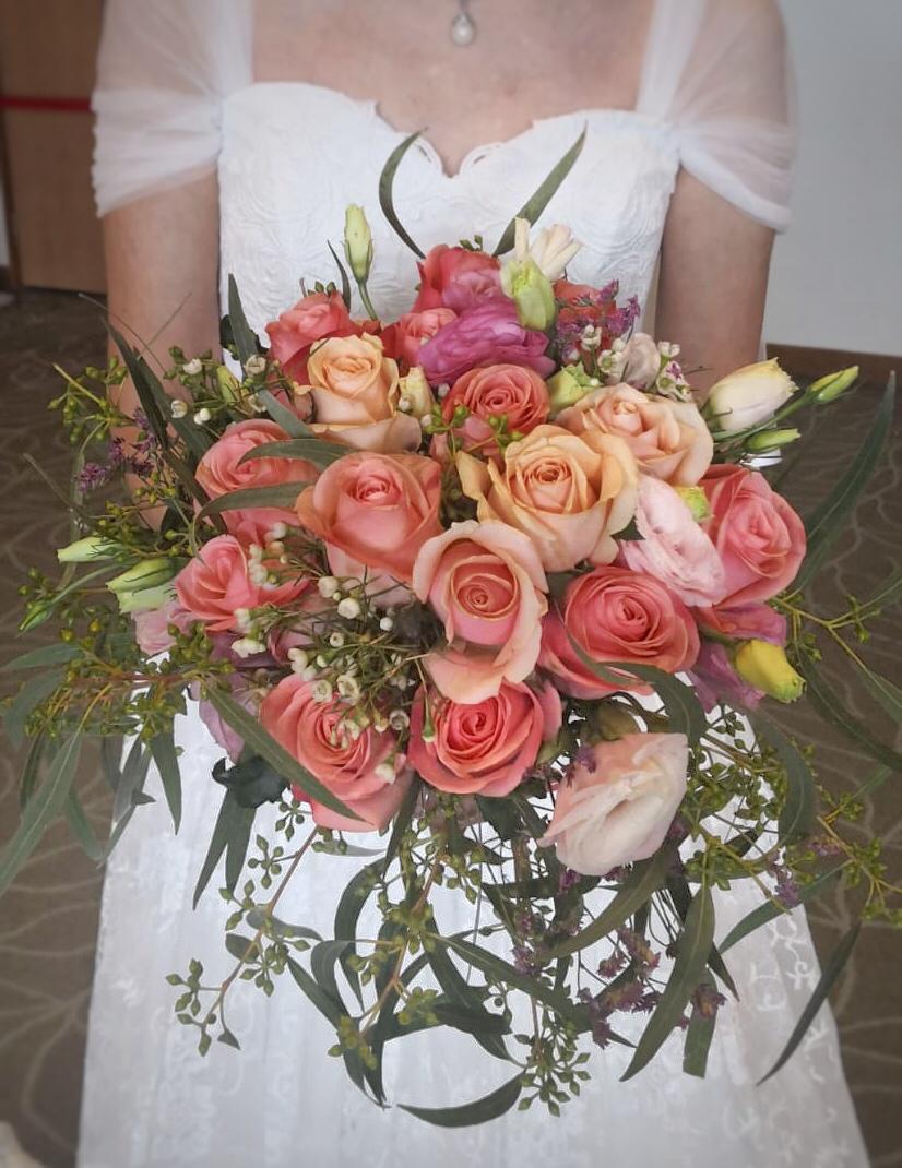 Vicky's Bouquet w Bride (3)