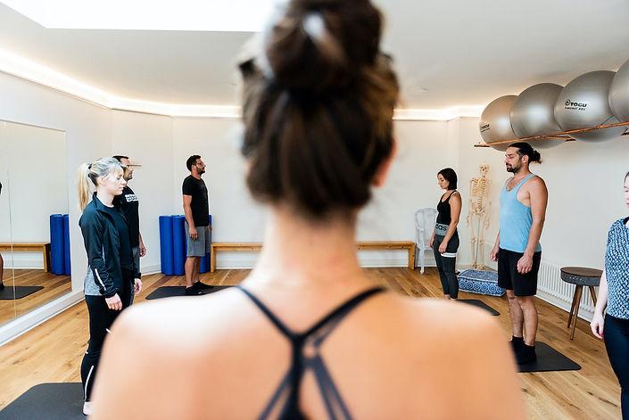 Pilates im formruum Basel! Es wird immer in kleinen Gruppen trainiert.