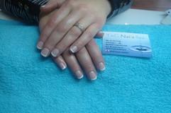 Manicure med fransk gel lak