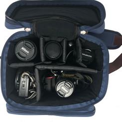 音源モジュール、オーディオインターフェイス、カメラなど、楽器小物以外にも様々なアイテムを収納できます。