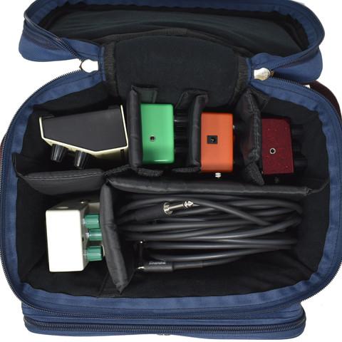 エフェクター・ケーブル・DI-BOX等など、様々な小物を収納可能。 面ファスナー付の間仕切りは、自由に位置を変更でき、大小様々なサイズの小物にフィットできる仕様になっています。