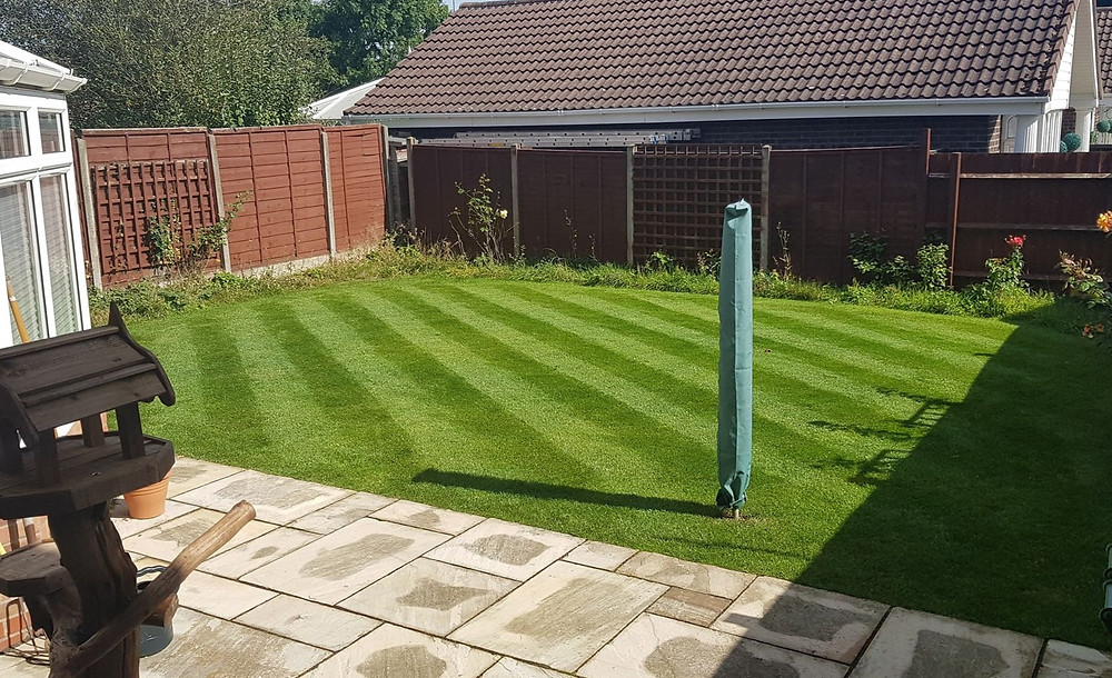 Kingsbury Lawn Care | Lawn Treatment Service | Striped Lawn Sutton Coldfield