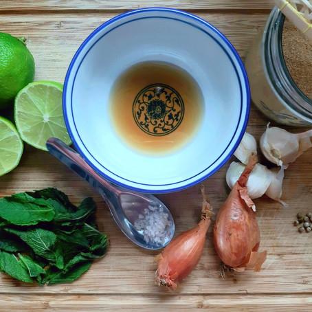 Étape culinaire d'un ancien pèlerin en Asie:le laab au poulet de Paul