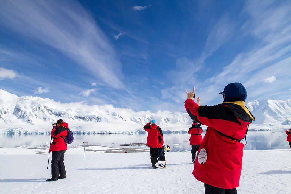 Alamy_Eric Carr_TouristsAntarctica.jpg