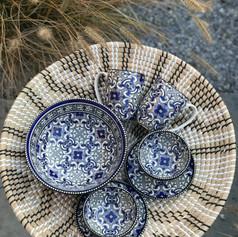 rotanschaal zw/ecru + 2xmok+2bowls medium+2 bordjes+1grote bowl