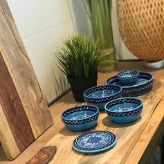 pure rosewood serveerplank met metalen handvat 59cm + 1 minibowl +1 schaal +3 bowls+1 minibord AZURO