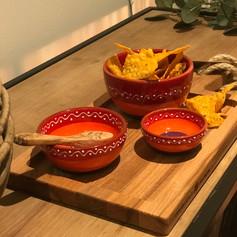 purewood rechth.foodplank met handvat en 1 vak -  35cm + 1 bowl 11cm Sol +1 bowl 14 + 1 minibowls (lepeltje exclusief)