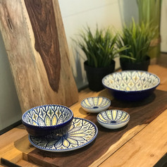 pure rosewood serveerplank met metalen handvat 49cm + 1 med.bow +1 max bowl + 1 bordje + 2 minischaaltjes / Sevilla