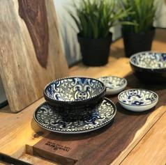 pure rosewood serveerplank met metalen handvat 49cm + 1 med.bow +1 max bowl + 1 bordje + 2 minischaaltjes / Marrakesh