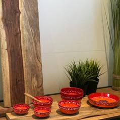 pure rosewood serveerplank met metalen handvat 59cm + 2 minibowls + 3 med.bowls + 1 schaaltje SOLO