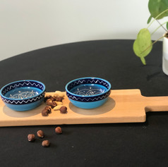 purewoodserveerplank met 2 uitsparingen + 2 bowls Azuro (lepeltje exclusief)