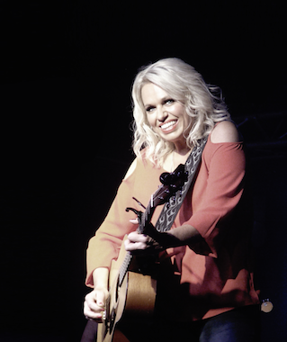 Beccy Cole live at Club Mudgee