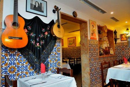 Maritima das Colunas Fado Restaurant