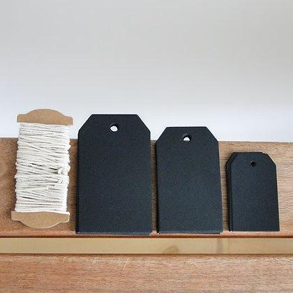 Etiquettes noires avec lien beige