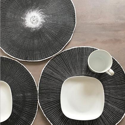 Sets de table ronds en papier tissé noir